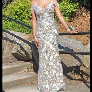 Jovani women's silver sequin gown size 0
